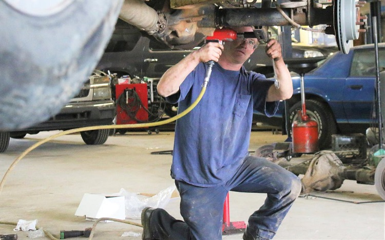 What Can a Team of Mechanics Do for Your Car?